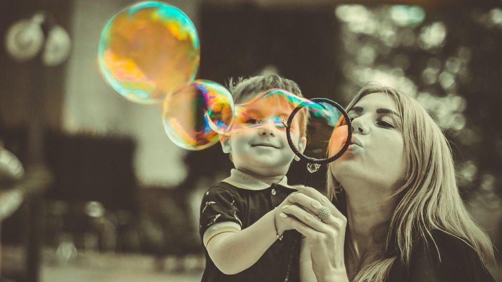 Kind ist wie Eltern, Kind kopiert Verhalten von Eltern, Kind als Narzisst geboren, Narzisst manipuliert absichtlich